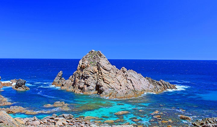 NEW WEBSITE Gallery TRUE NORTH West Coast Islands South West Escape 0005 110176 2 Beautiful turquoise waters near Cape Naturaliste Man